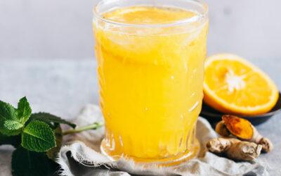 Infusão gelada de Tulsi Peppermint com gengibre, açafrão-da-índia e laranja